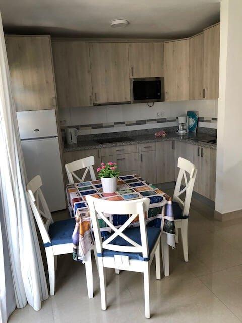 bedroom-roofterrace-beachview-kitchen