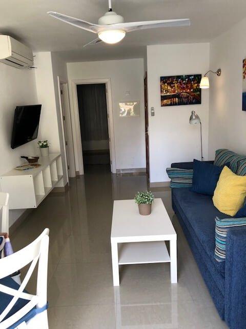 bedroom-roofterrace-beachview-sofa